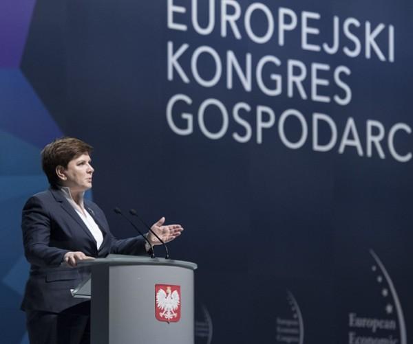 Fuerte rechazo del Gobierno polaco por injerencia de Comisario que promueve el aborto provocado como derecho humano exigiendo cambios en las leyes