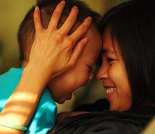 ¿Puede afectar el contacto materno a la genética del hijo?