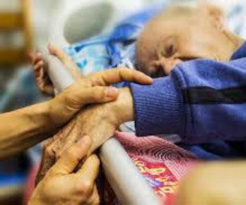 ¿Cuándo es lícito sedar a un paciente y cuándo es eutanasia encubierta?