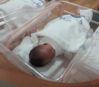 Los niños nacidos tras maternidad subrogada tienen más problemas médicos que los gestados y nacidos por vía natural