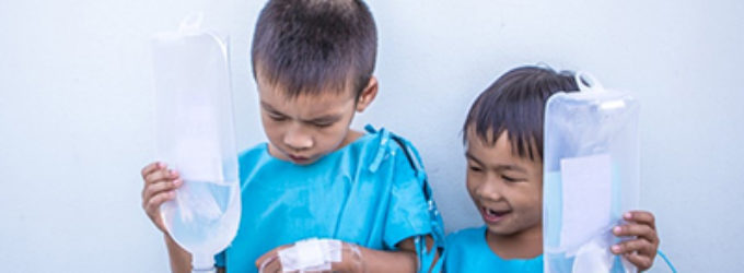 ¿En qué medida se debe de tener en cuenta la opinión de los niños tratados medicamente?