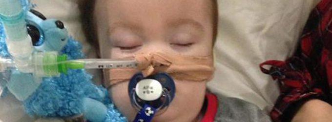 Los padres de Alfie Evans siguen luchando para salvar a su hijo