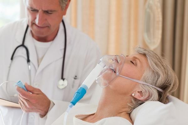 Estudio sobre la opinión de los médicos de EEUU y Holanda sobre la sedación en los pacientes terminales.