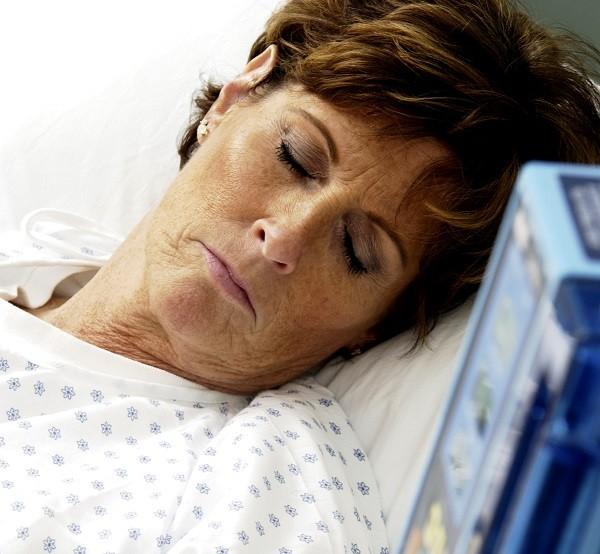 Sedación terminal autonomia del paciente pero rigurosamente precrita por el médico