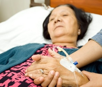 Sedación al final de la vida o eutanasia; disminuir la conciencia o terminar con la vida