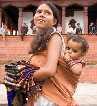 Madres de alquiler en Nepal.Rescatan solo los niños y las parejas (gays) contratantes tras el terremoto. Las madres que los gestaron abadonadas a su suerte