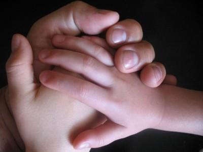 Custodia de niños de parejas homosexuales. Una pareja gay y otra lesbiana la reclaman
