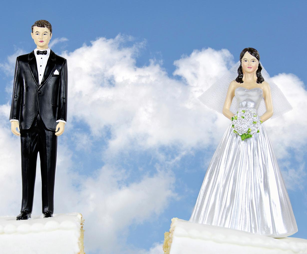 Familia en crisis. Mucho menos bodas y cada vez hay más rupturas