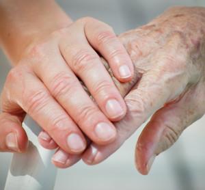 Cuidados paliativos domiciliarios.Se fomenta la atención domiciliaria de la persona que sufre una enfermedad incurable y formación médica especializada