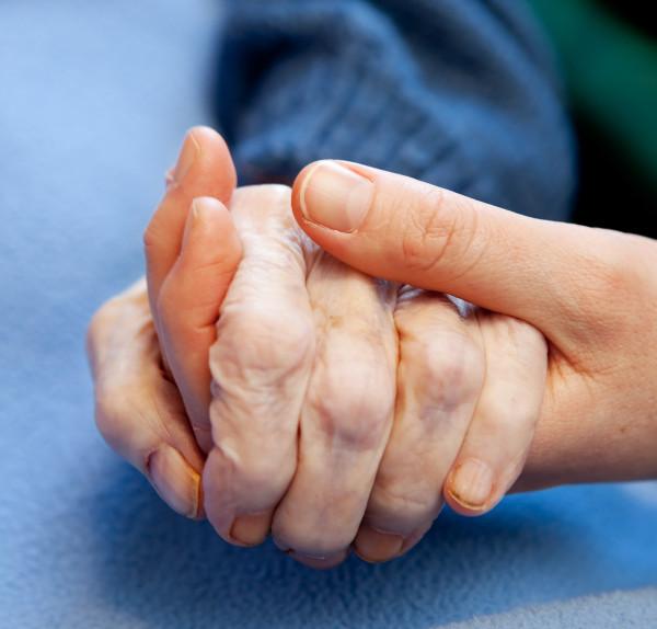 El 67 por ciento de la población española que fallece anualmente necesita cuidados paliativos y el sistema de salud no es capaz de atender la demanda
