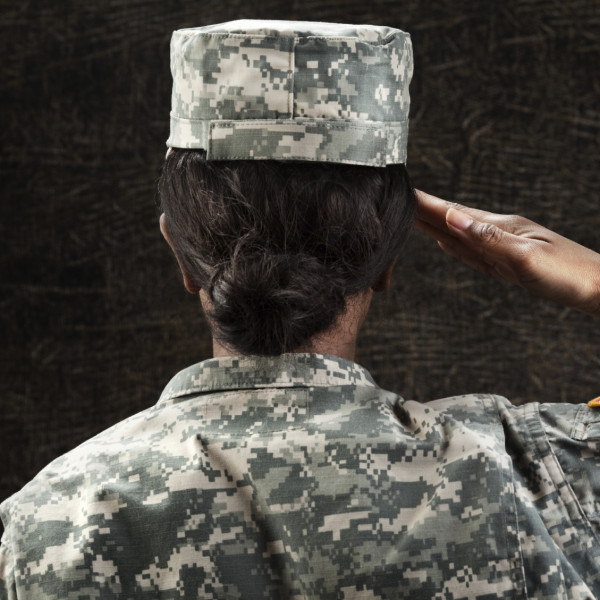 Gametos: El Ejército busca compensar los obstáculos de la vida castrense en la construcción familiar con un programa piloto en el que pagará los tratamientos de congelación de óvulos y esperma de sus militares.