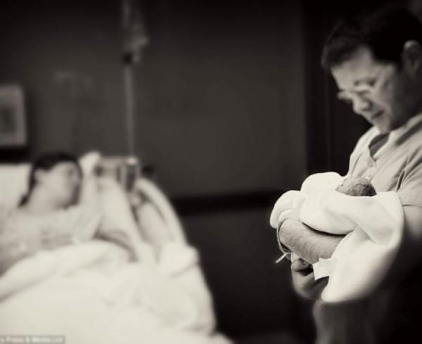 Diagnosticada de muerte cerebral gesta durante 55 días y da a luz un un niño sano. 2 horas después se apagó el respirador del que se mantenía a la madre.