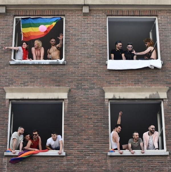 """Estudio norteamericano indica que hay alrededor de 1.3 millones de gais, lesbianas o bisexuales entre los estudiantes de las """"High School"""" de EEUU."""