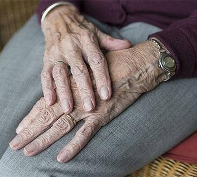 Testamento vital. Italia aprueba una ley que permite a una persona indicar anticipadamente los tratamientos a seguir o rechazar en caso de incapacidad.