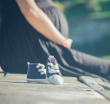 Trasplantes de tejido ovárico congelado para prever la infertilidad en mujeres que han de ser sometidas a tratamientos que puedan afectar a sus ovarios y producirles infertilidad.