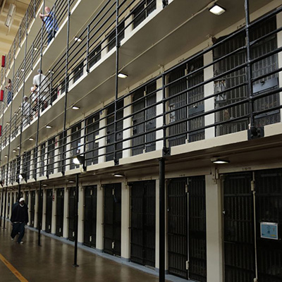 Aumentan los suicidios en las prisiones de Reino Unido, siendo un 8.6 veces mayor que el de la población general