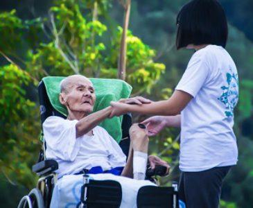 La Academia Pontificia para la Vida subraya la necesidad de reconocer los cuidados paliativos como un derecho básico