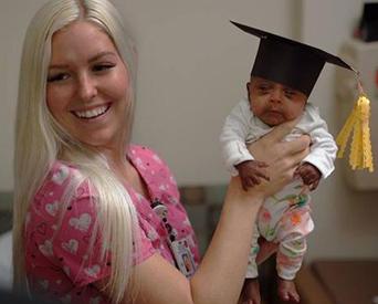Nace y sobrevive una niña de solamente 245 gramos de peso