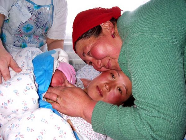 830 mujeres mueren al día por complicaciones en el embarazo y parto
