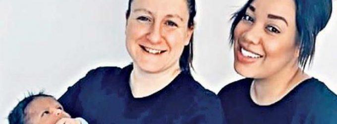 Una pareja de lesbianas comparte su útero para gestar a su hijo