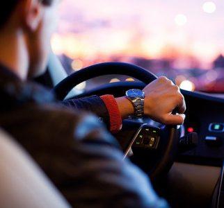Se reducen los contagios por COVID-19 en los vehículos con las ventanillas bajadas