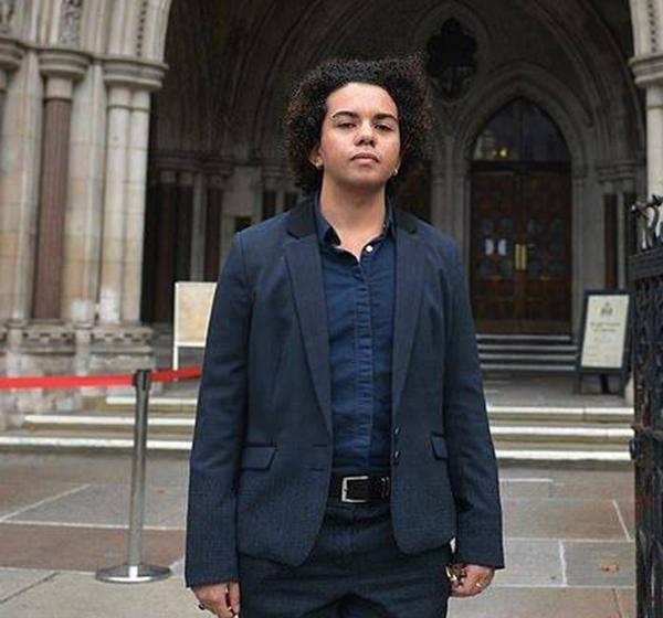 Una mujer trans gana un juicio por falta de información sobre su cambio de sexo