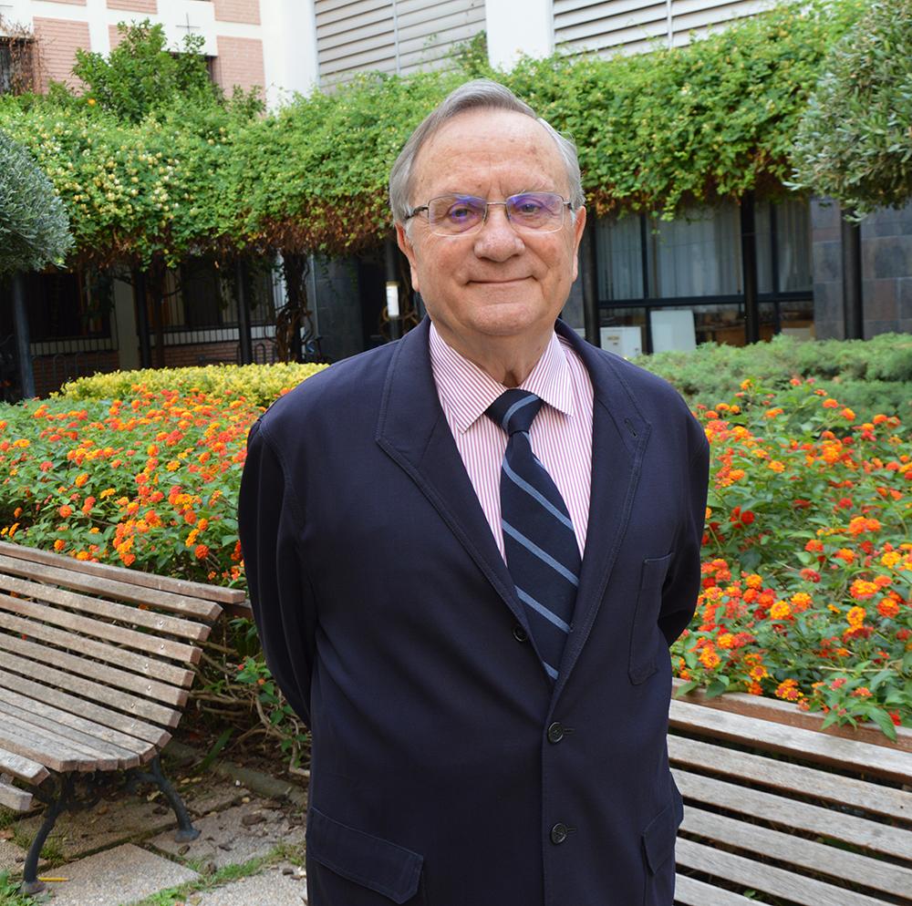 Justo Aznar, Director del Observatorio de Bioética, analiza las implicaciones sobre la segunda dosis de AstraZeneca