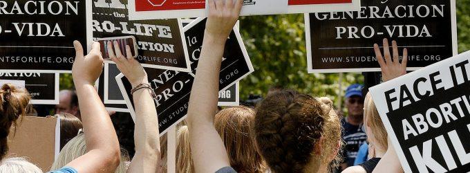 ¿Manifestarse es coartar u hostigar? Un nuevo atentado contra la vida del embrión humano